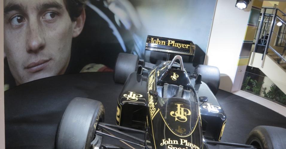 Ayrton Senna começou sua carreira na Fórmula 1 em 1984, pilotando uma Toleman. No ano seguinte, o piloto foi para a Lotus, onde conquistou sua primeira vitória.