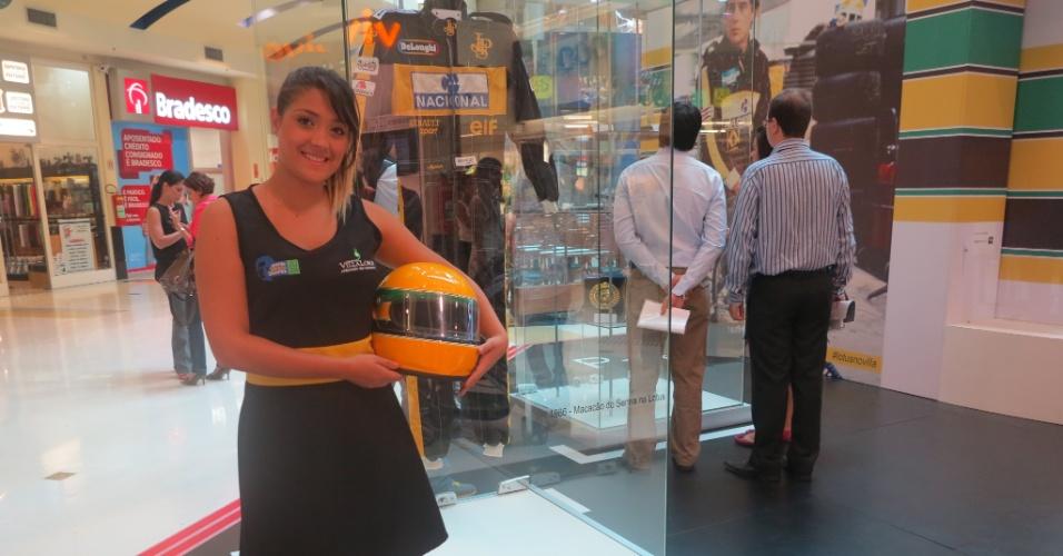 Réplica do capacete de Ayrton Senna faz parte do acervo que a família do piloto levou ao Shopping Villa Lobos. A exposição dura até o dia 21 de abril
