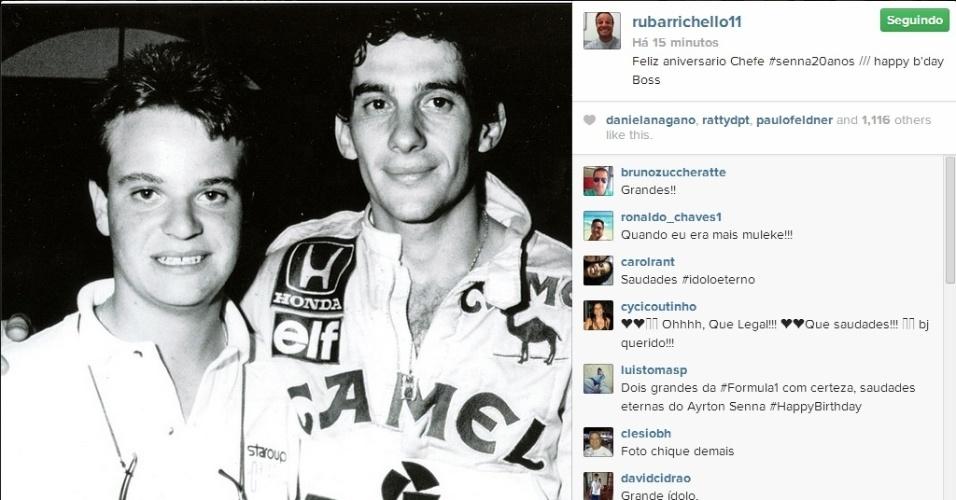 Barrichello faz homenagem no dia de aniversário de Senna e publica foto ao lado do ídolo aos 15 anos