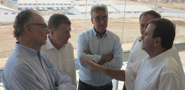 Pref. Eduardo Paes (dir.) conversa com representantes do COI e Nuzman no Parque Olímpico