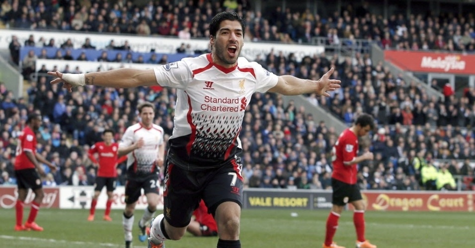 22.mar.2014 - Luis Suárez vibra após marcar na vitória do Liverpool sobre o Cardiff City por 6 a 3. O Liverpool chegou aos 65 pontos no Campeonato Inglês e continua na caça ao líder Chelsea, que tem 69