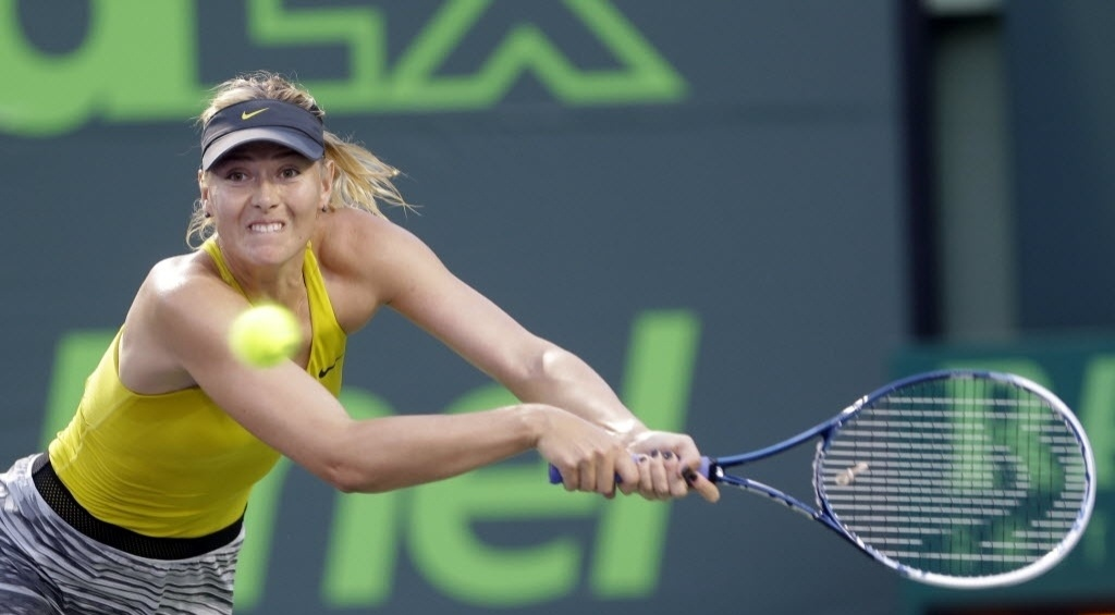 22.mar.2014 - Maria Sharapova se estica na partida contra a tcheca Lucie Safarova.