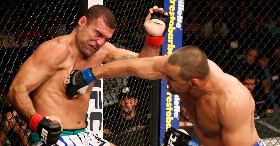 23.mar.2014 - Dan Henderson ganhou novamente de Maurício Shogun. Depois da vitória no UFC 139, em 2011, o norte-americano superou o brasileiro no UFC em Natal