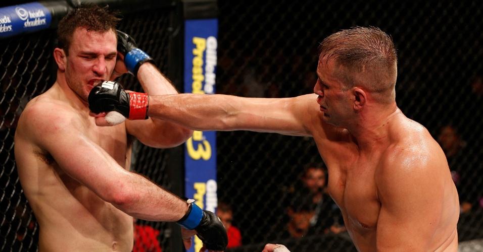 23.mar.2014 - Fabio Maldonado dá soco em Gian Villante no UFC Natal. O brasileiro Maldonado ganhou o combate do card principal por decisão unânime