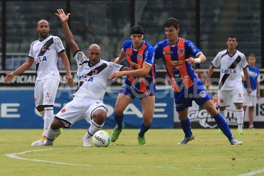 Vasco enfrenta o Duque de Caxias pelo Carioca