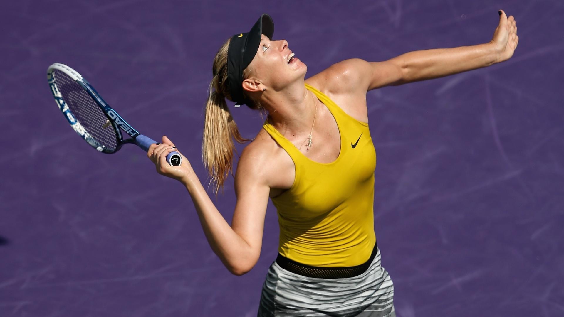 24.mar.2014 - Maria Sharapova saca contra Kirsten Flipkens, pelas oitavas de final do Masters 1000 de Miami