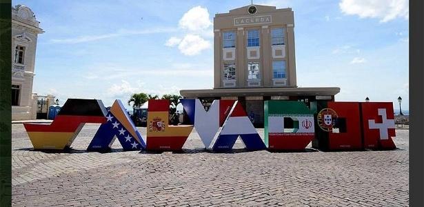 Letreiro foi instalado em frente ao Elevador Lacerda, um dos principais pontos turísticos da cidade