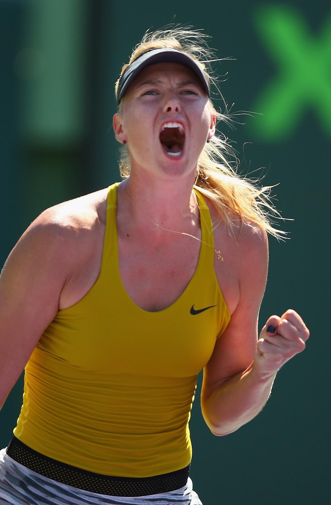 25.mar.2014 - Maria Sharapova comemora ponto em vitória sobre Petra Kvitova