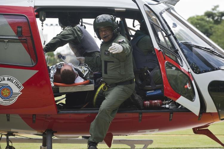 25.mar.2014 - Todas as atividades foram realizadas de forma rápida e consistiram em uma série de simulações, como resgate de vítimas