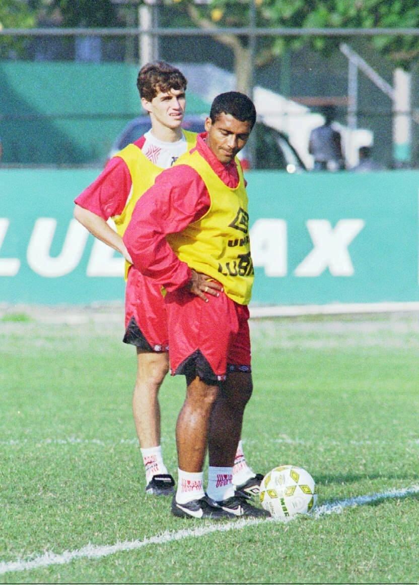No último jogo em Bacaxá, Flamengo goleou com Sávio e Romário