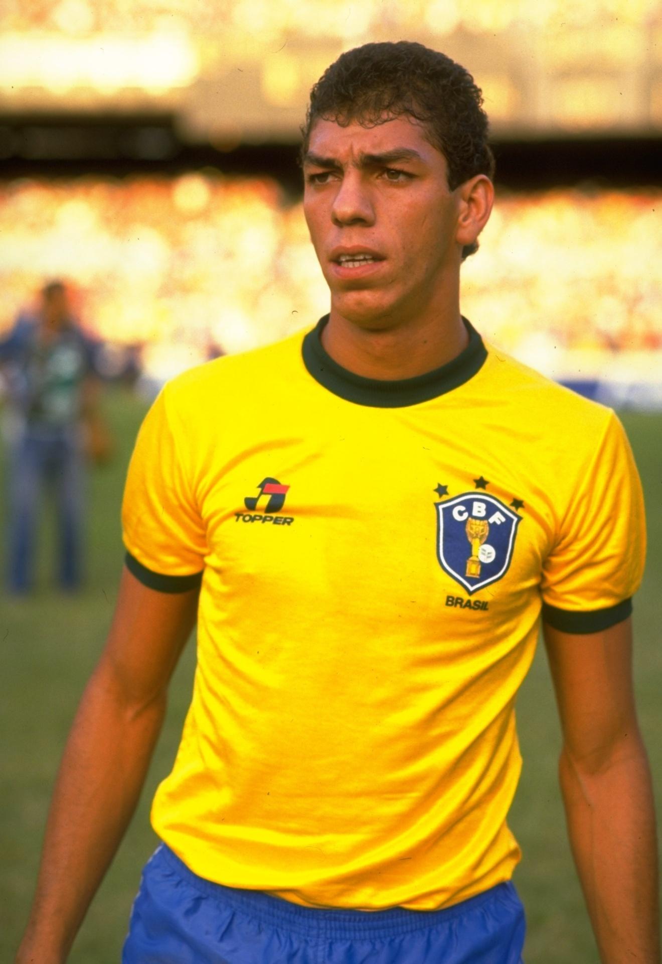 Mozer com a camisa da seleção brasileira; ele jogou a Copa de 90 e foi cortado em 94