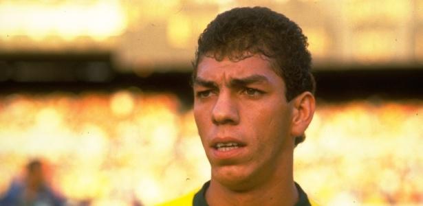 O ex-zagueiro Mozer volta ao Brasil para ser o novo gerente de futebol do Flamengo