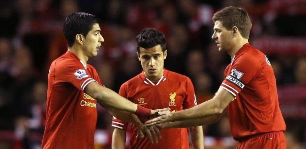 Luis Suárez e Gerrard jogam juntos no Liverpool
