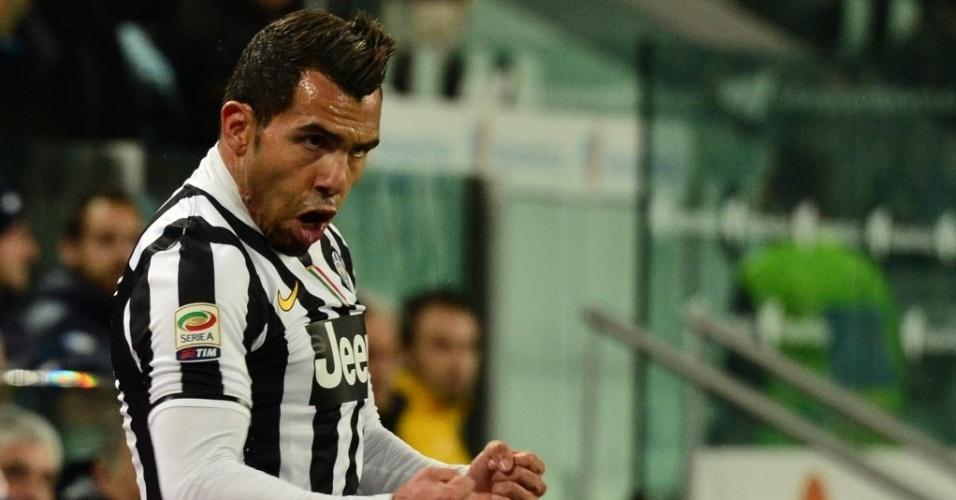 26.mar.2014 - Tevez comemora após marcar o segundo para a Juventus na partida contra o Parma pelo Campeonato Italiano