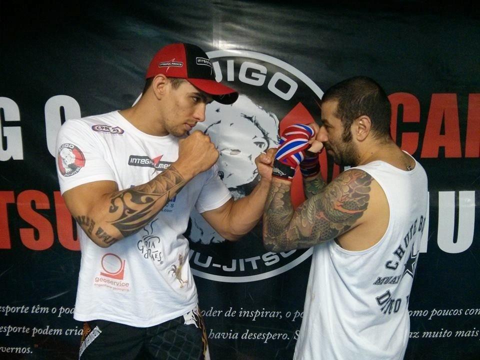 Favoritos Vocalista do CPM 22 perde 10 kg com ajuda de lutador brasileiro do  JB28