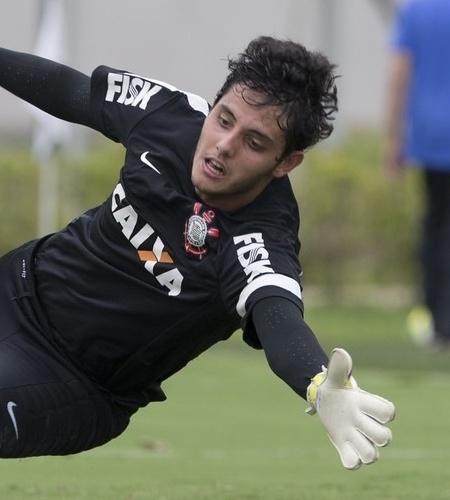 Matheus Caldeira, goleiro do Corinthians, treina com o time no CT Joaquim Grava