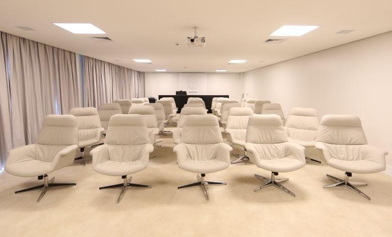Sala de vídeo para palestras na Granja Comary