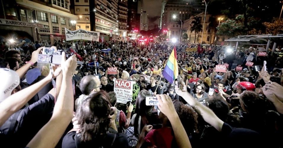 27.03.14 - Manifestantes protestam em São Paulo contra a realização da Copa do Mundo no Brasil