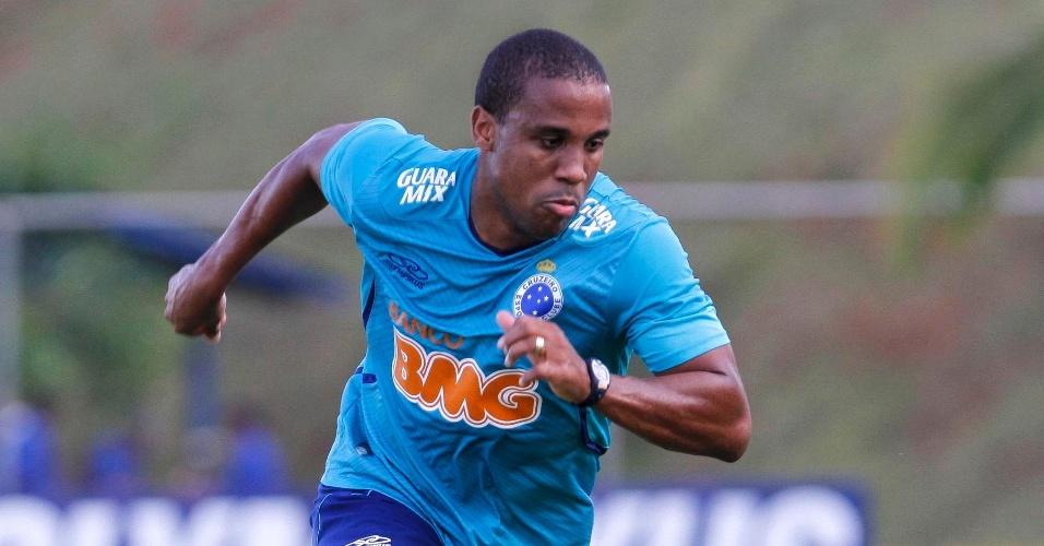21 mar. 2014 - Atacante Borges durante treino do Cruzeiro na Toca da Raposa II