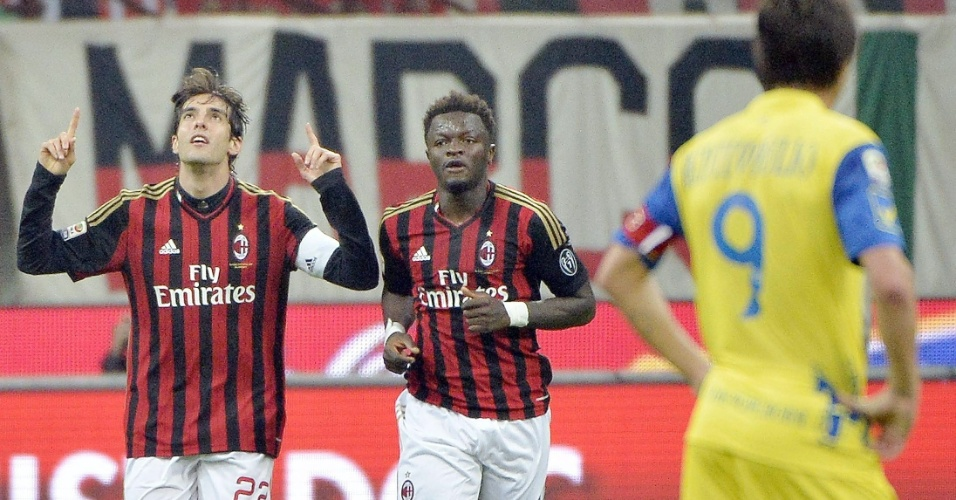 29.mar.2014 - Kaká comemora segundo gol do Milan sobre o Chievo em seu jogo número 300 com a camisa do clube italiano