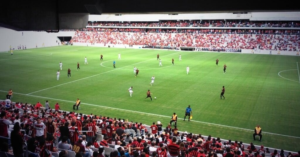 29.mar.2014 - Atlético-PR e J. Malucelli fazem jogo-teste da Copa do Mundo 2014 na Arena da Baixada
