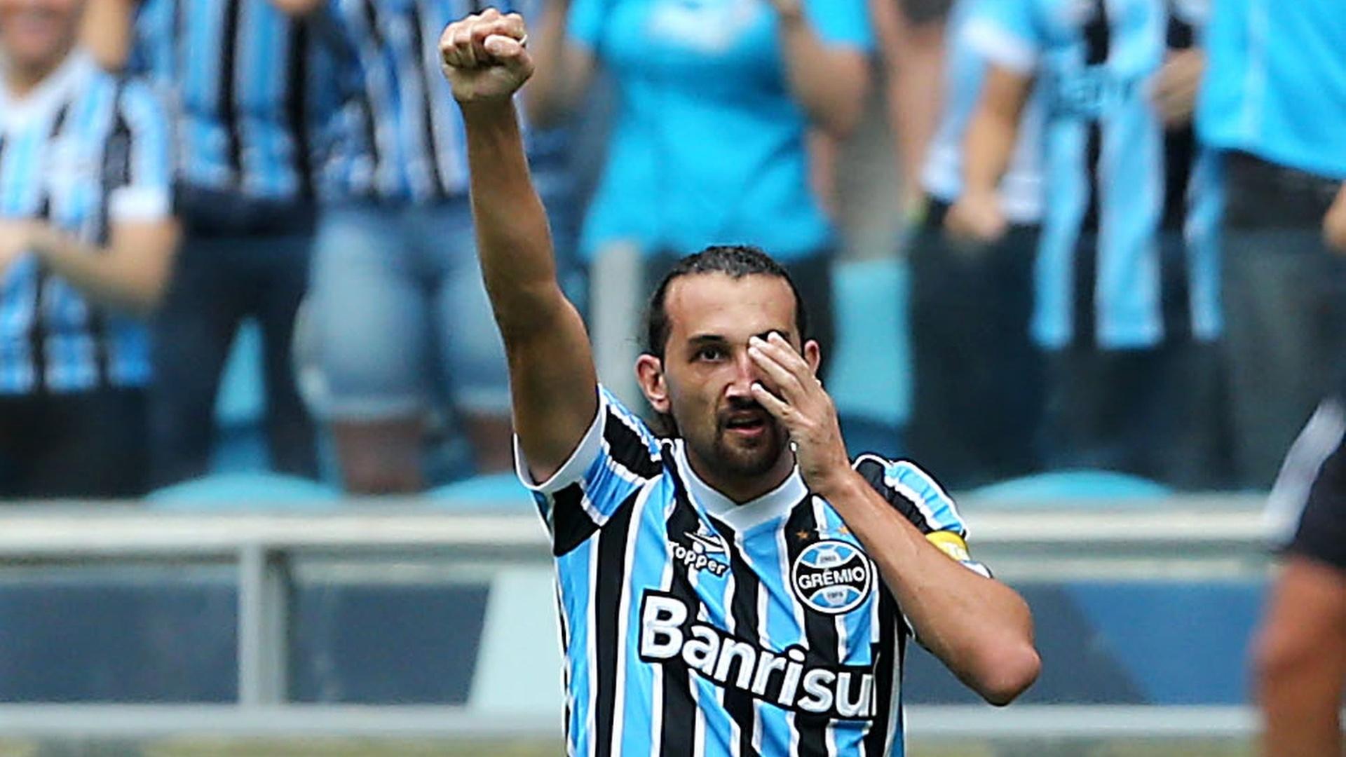 30.mar.2014 - Barcos comemora depois de marcar para o Grêmio na primeira partida da final contra o Internacional