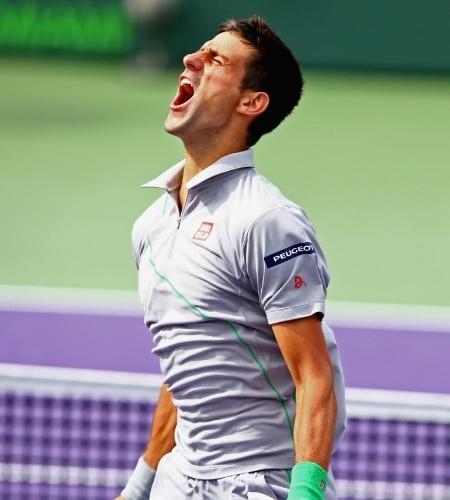 30.mar.2014 - Novak Djokovic grita ao bater Rafael Nadal e conquistar pela quarta vez o Masters 1000 de Miami