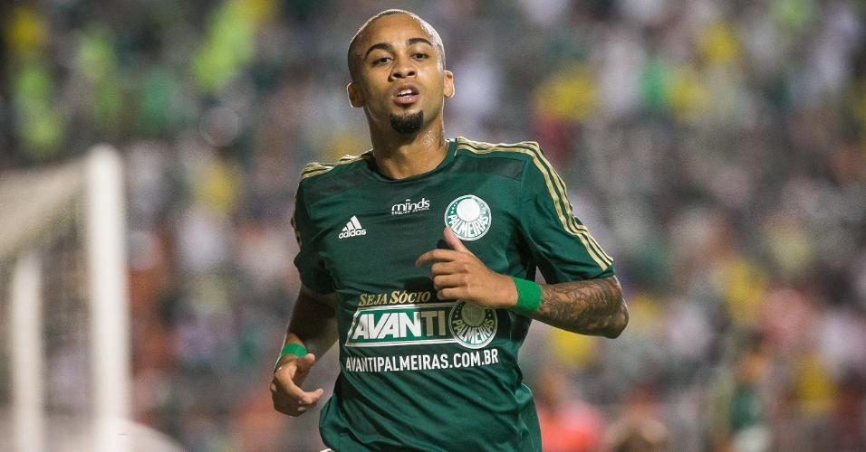 30.mar.2014 - Wesley corre para cobrar escanteio pelo Palmeiras na semifinal do Paulista contra o Ituano