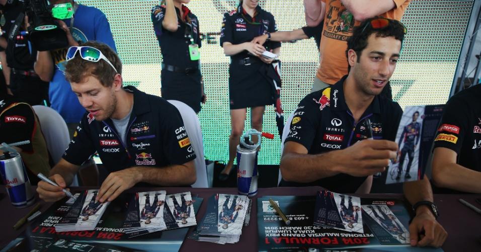 Sebastian Vettel (esq.) e Daniel Riccardo em evento beneficente da Red Bull antes da corrida