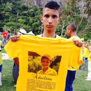 Seleção brasileira do Street Child World Cup, competição mundial que reúne crianças que vivem ou trabalham nas ruas, faz homenagem ao garoto Rodrigo Kelton, que foi assassinado em Fortaleza - Vanessa Ruiz/UOL