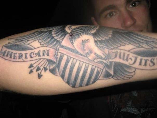 """Jake Shields, que recentemente venceu Demian Maia no UFC de Barueri, tatuou no braço a mensagem """"jiu-jítsu americano"""""""