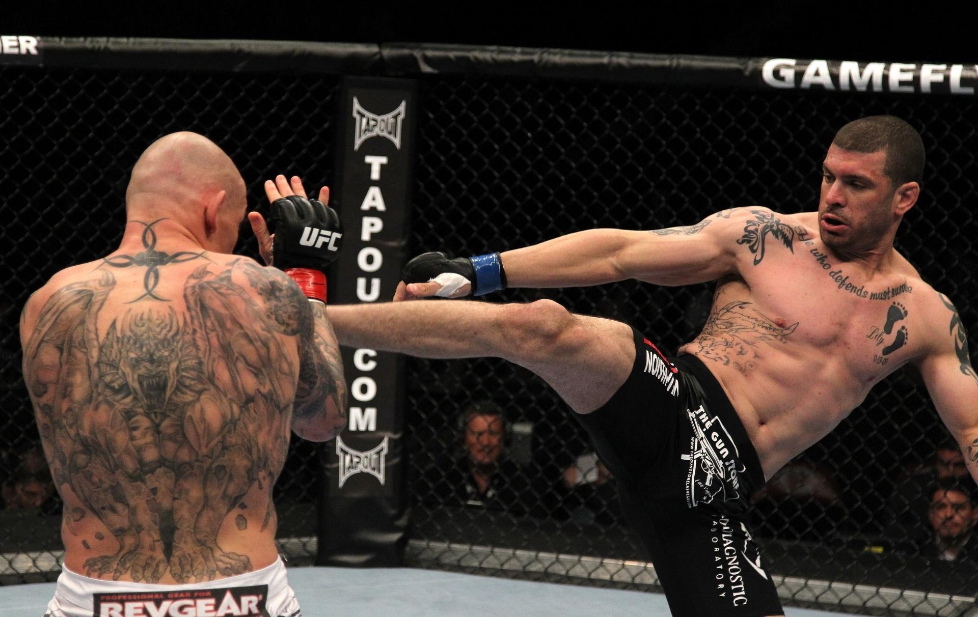 Krzysztof Soszynski, da Polônia, é mais um dos que fecharam as costas com suas tatuagens. A fera desenhada nas costas do lutador é uma das tatuagens mais impressionantes entre os lutadores