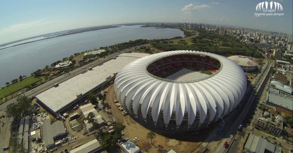 Vista aérea das obras de reforma do estádio Beira-Rio em Porto Alegre