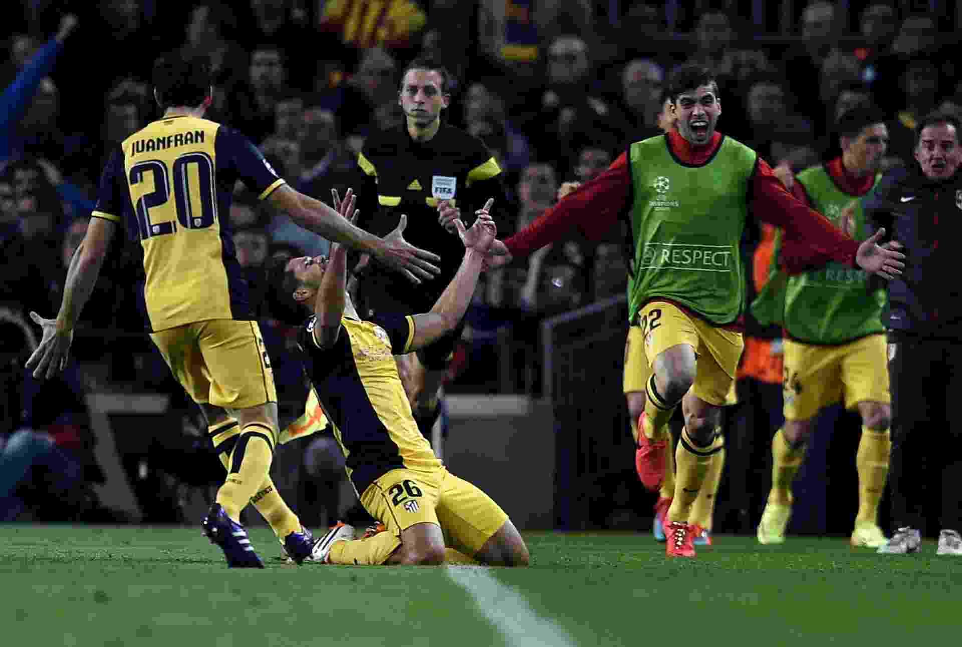 01.abr.2014 - Diego, meia do Atlético de Madri, comemora golaço sobre o Barcelona pela Liga dos Campeões - AFP PHOTO/ LLUIS GENE