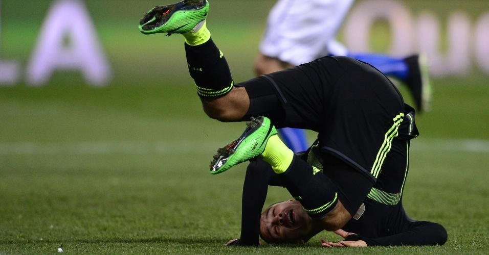 5.mar.2014 - Thiago Alcântara, da Espanha, cai no gramado durante a vitóriapor 1 a 0 sobre a Itália em amistoso disputado em Madri