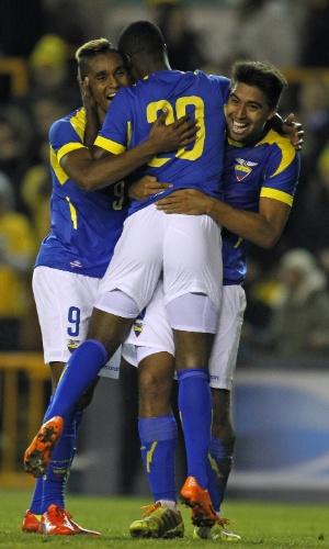 5.mar.2014 - Jogadores do Equador comemoram um dos gols da vitória por 4 a 3, de virada, sobre a Austrália, em amistoso disputado em Londres