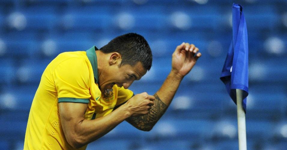 5.mar.2014 - Tim Cahill comemora após marcar um dos gols da Austrália no amistoso contra o Equador disputado em Londres; Socceroos abriram vantagem de 3 a 0, mas sofreram a virada e perderam por 4 a 3