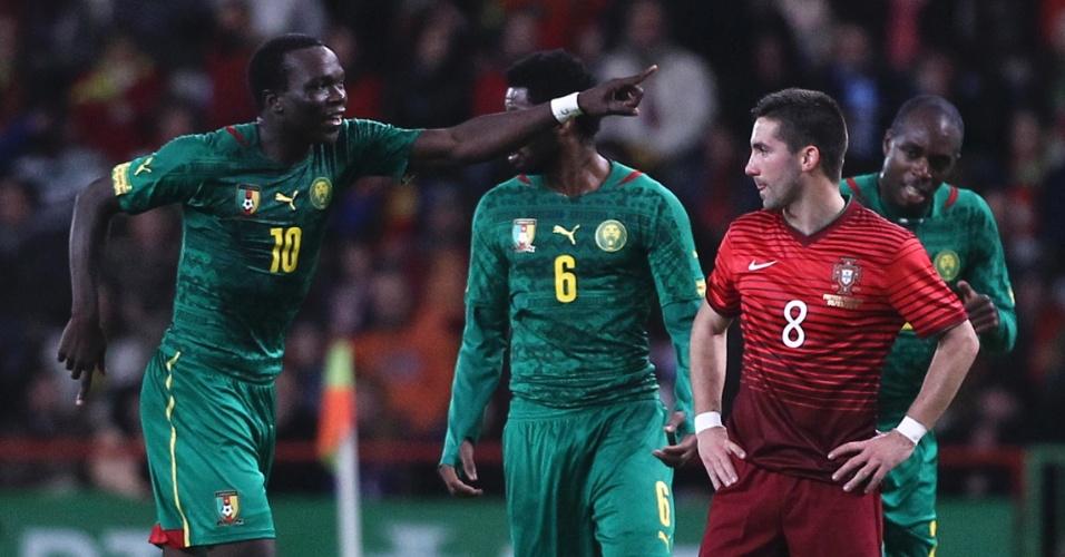 5.mar.2014 - Vincent Aboubakar comemora após marcar o gol de honra de Camarões na goleada sofrida por 5 a 1 para Portugal em amistoso disputado em Leiria