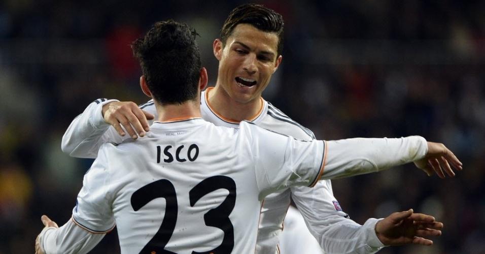 02.abr.2014 - Jovem Isco abraça Cristiano Ronaldo após marcar o segundo do Real Madrid na partida contra o Borussia Dortmund pela Liga dos Campeões