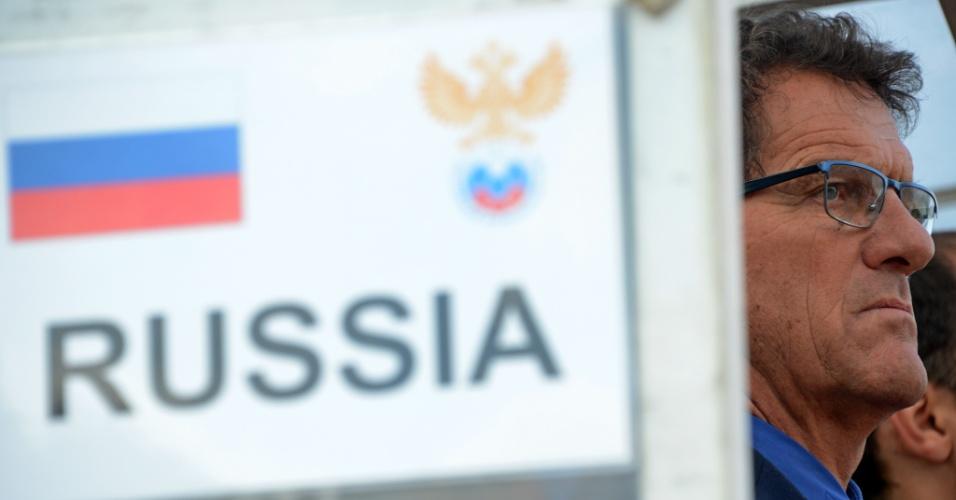 5.mar.2014 - Fabio Capello, treinador da Rússia, observa seus jogadores durante a vitória por 2 a 0 sobre a Armênia, em amistoso disputado em Krasnodar (Rússia)