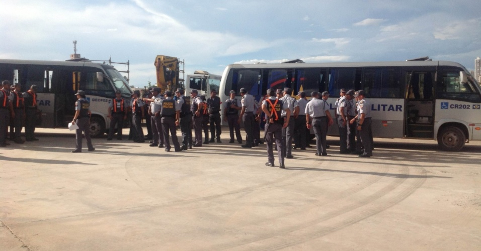 Policiais militares fizeram a segurança do jogo de estreia da Arena Pantanal