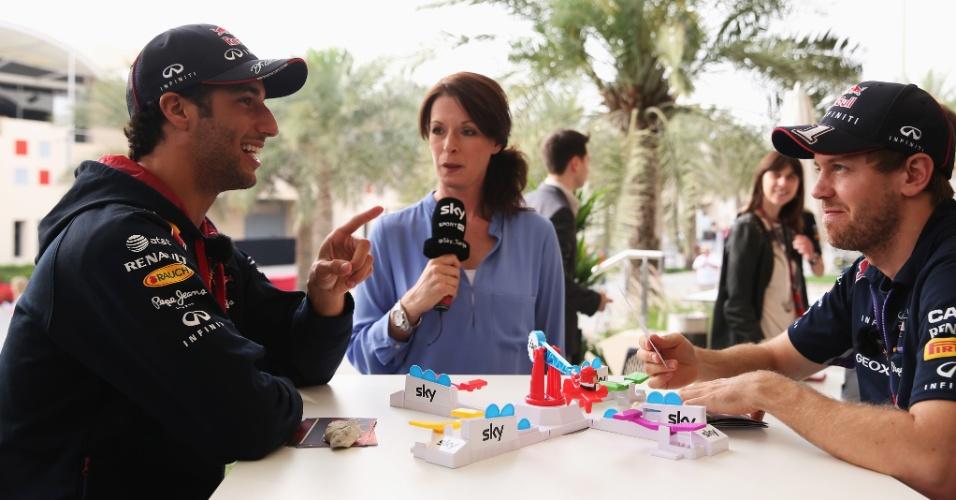 03.04.14 - Daniel Ricciardo e Sebastian Vettel concedem entrevista no primeiro dia de eventos no Bahrein