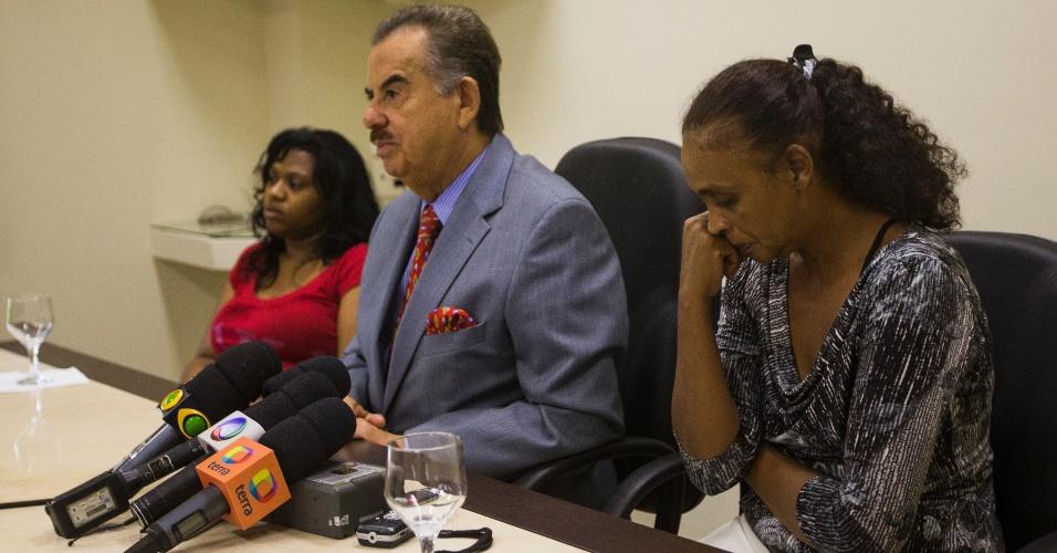 Sueli Dias, Ademar Gomes e Denivia da Cruz durante entrevista coletiva a morte de Fabio da Cruz no Itaquerão