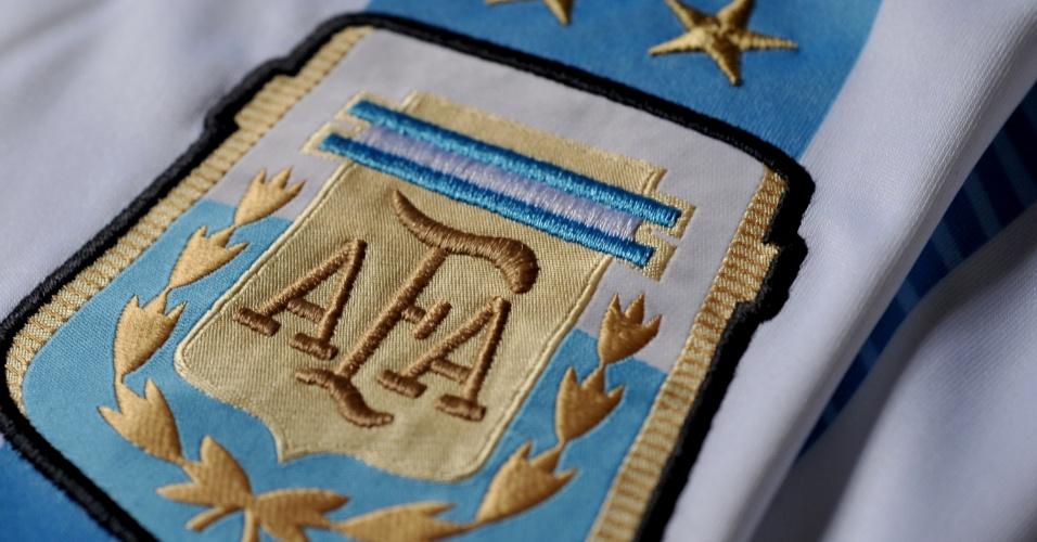 Argentina - camisa azul e branca - escudo