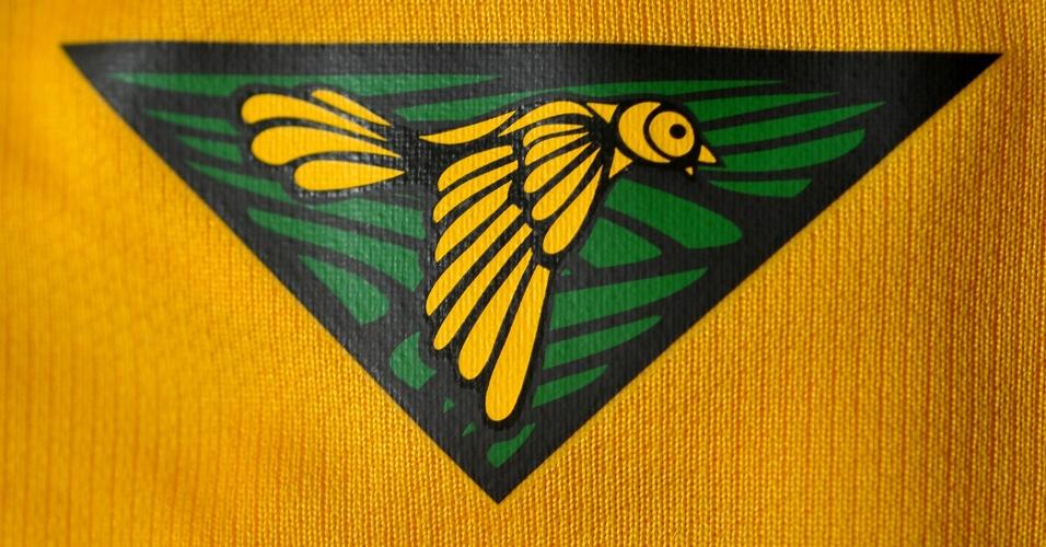 Brasil: camisa amarela. Detalhe da gola