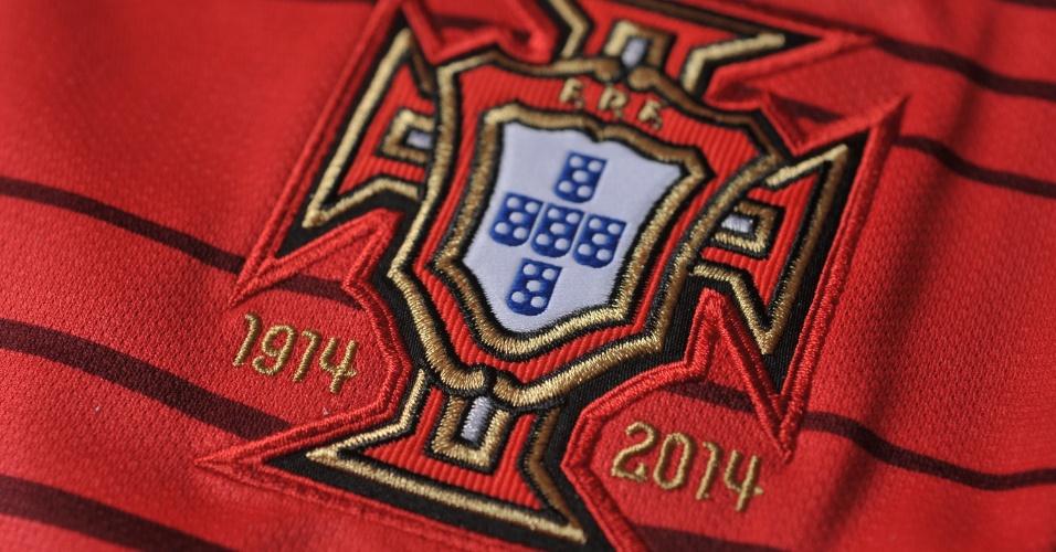 Portugal - camisa vermelha - escudo