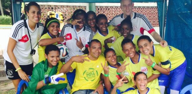 Time feminino do Brasil com Gilberto Silva na Street Child World Cup - Vanessa Ruiz/UOL