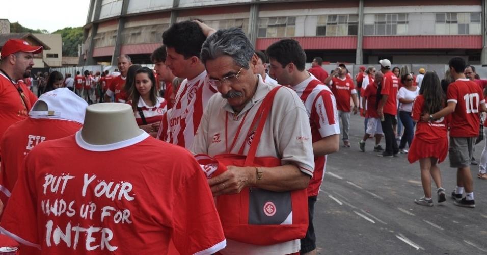 05 abr 2014 - Ex-governador do Rio Grande do Sul prestigia reinauguração do Beira-Rio