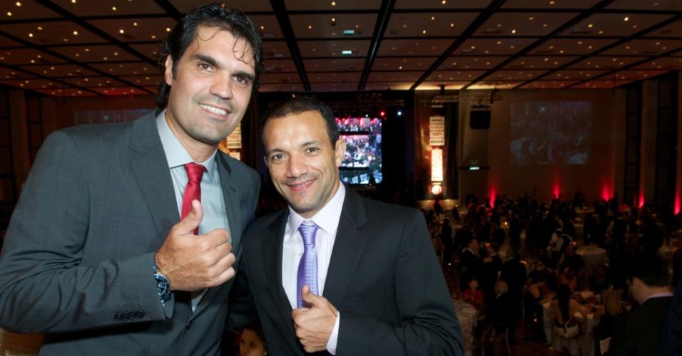 05 abr 2014 - Fernandão e Iarley, ex-jogadores do Internacional, marcam presença na festa de reinauguração do Beira-Rio