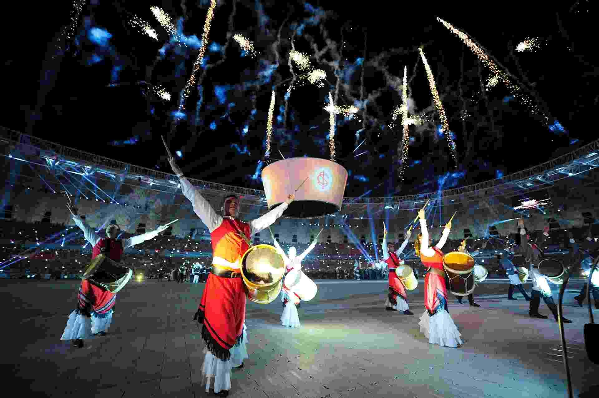 05 abr 2014 - Festa de reinauguração do Beira-Rio lembrando o passado do Inter - Vinícius Costa/Agência Preview